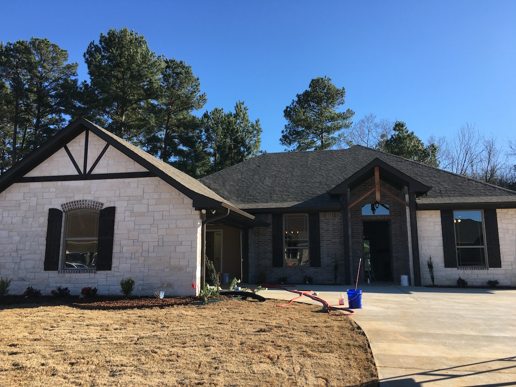 Home builder tyler texas exteriors gallery 0904 pyramid for Tyler tx home builders