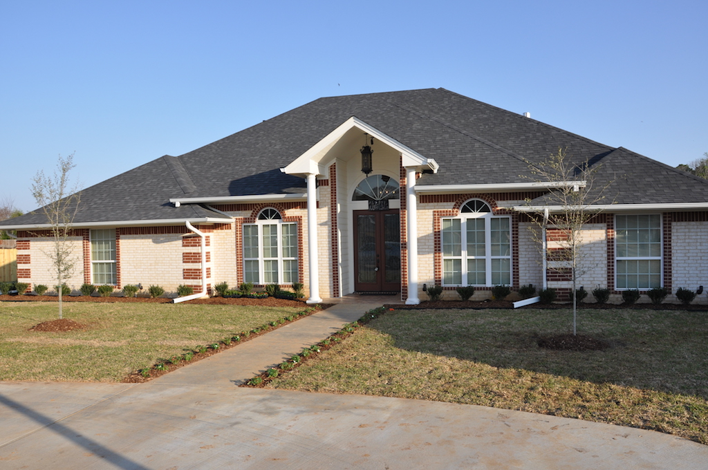 Home builder tyler texas exteriors gallery 1078 pyramid for Tyler tx home builders